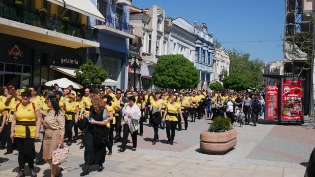 На атрактивно шествие по Главната станаха свидетели днес около обяд