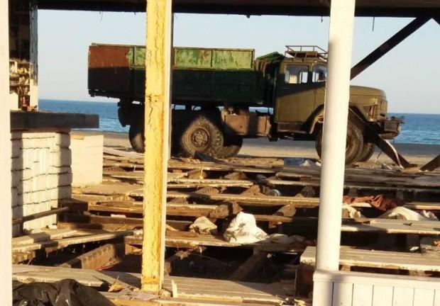 виж галерията Разчистването на незаконни преместваеми обекти на морски плаж Слънчев