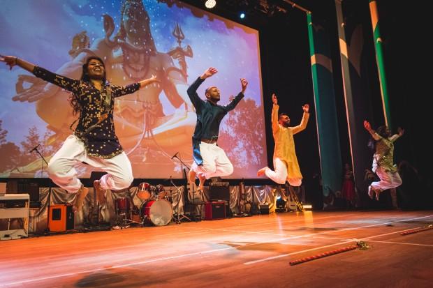 Повече от 200 студенти от различни националности сътвориха грандиозен спектакъл