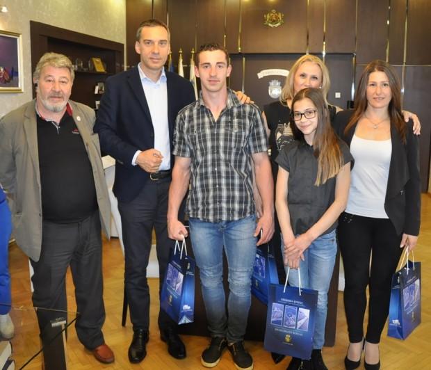Мариела Костадинова и Панайот Димитров ще представят страната ни на