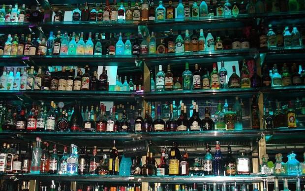 Млад мъж задигна солидно количество алкохол от заведение в Малко