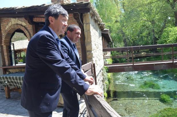 Посланикът на Република Казахстан – Негово превъзходителство Темиртай Избастин, бе