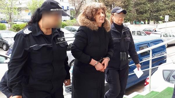 <div Гюлсевен Шукри, която бе спипана да краде дрехи от
