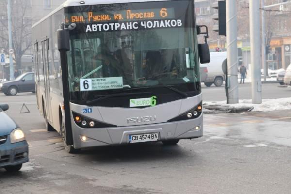 Шофьорът на автобус номер 6 от масовия градски транспорт в