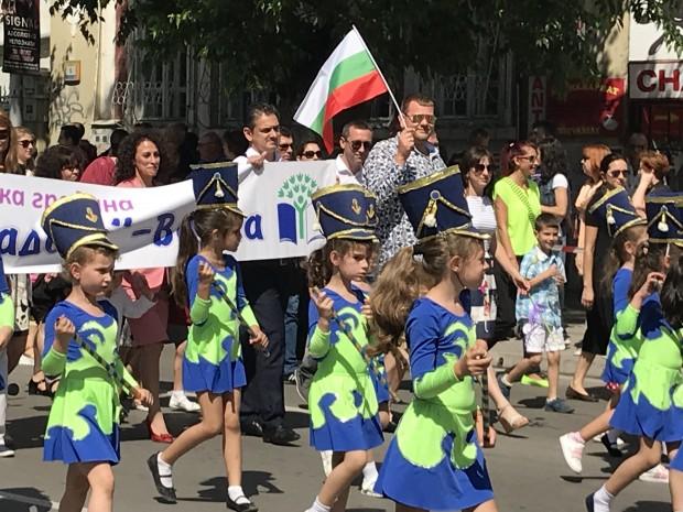 Вълнуващо Варна отбеляза 24 май, хиляди се включиха в празника