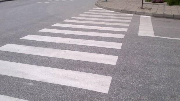 Освежаването на пешеходните пътеки в града на тепетата тече с