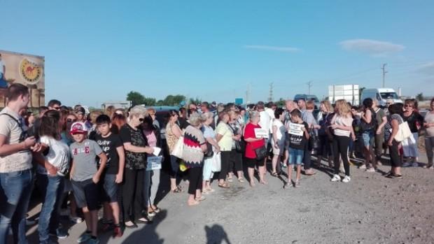 bTV Десетки жители на Ахелой се събраха на протест заради новия
