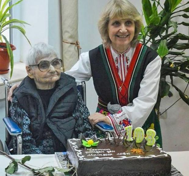 виж галерията 108-годишната баба Матена е преборила коварната болест, която я