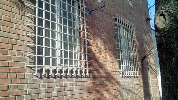 Полицията в Ловеч издирва избягал тази сутрин затворник, който е
