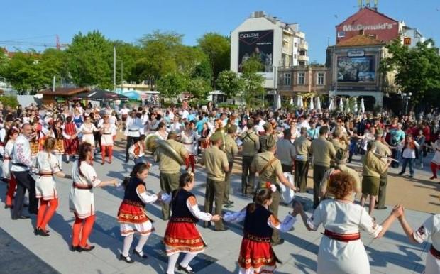 Над 450 танцьори от 20 фолклорни групи от цялата страна