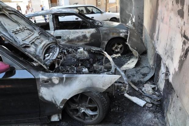 Монитор До тенекии изгоря БМВ-то на 23-годишната Михаела Михайлова в Хасково,