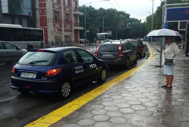Читателка на Plovdiv24.bg ни изпрати снимки от автобусната спирка пред