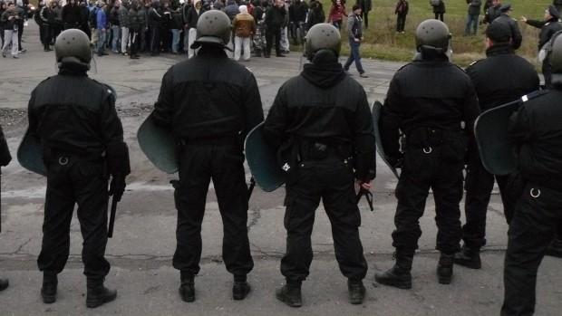 <div Напрежение е избухнало тази нощ между роми и полицаи