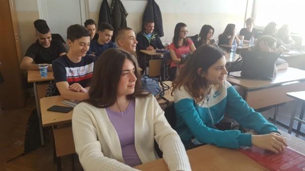 Общината подпомага две елитни пловдивски училища заради успехите на техните