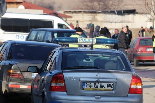 Varna24.bg > АрхивПри пристигането на униформените агресивният мъж се заключил в