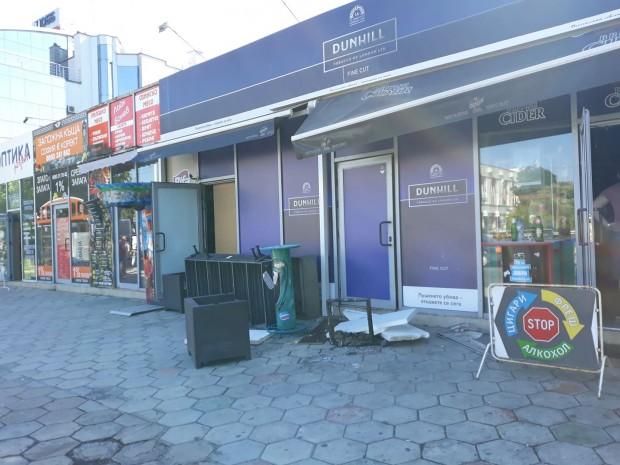 Денонощен магазин за алкохол и цигари е горял тази сутрин