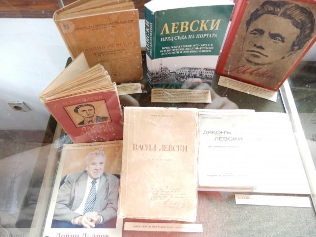 В Исторически музей – Карлово откриха изложба с издания за