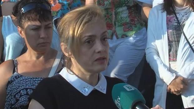 Родители и учители организираха протест и събират подписка в защита