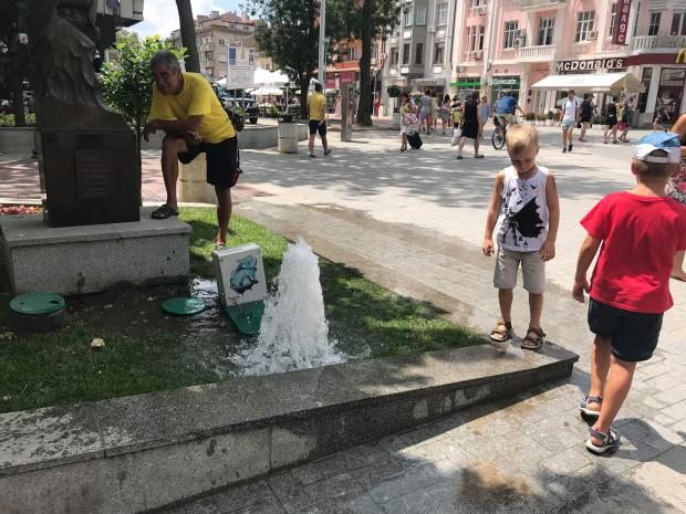 Varna24.bg Фонтан бликна по ларгото във Варна, видя репортер на