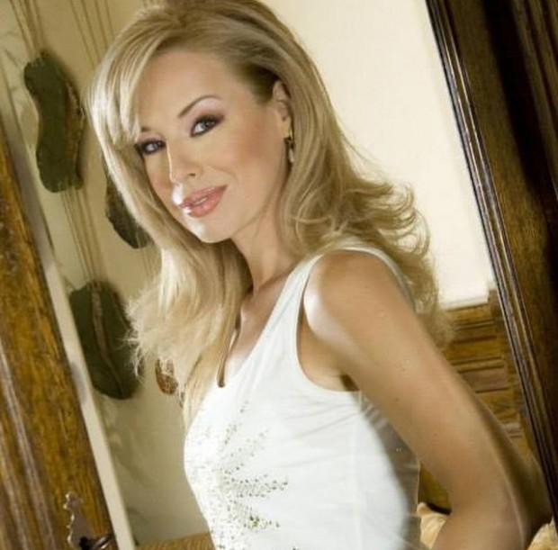 Фейсбук Чаровната и известна журналистка на Българската национална телевизия Мира Добрева