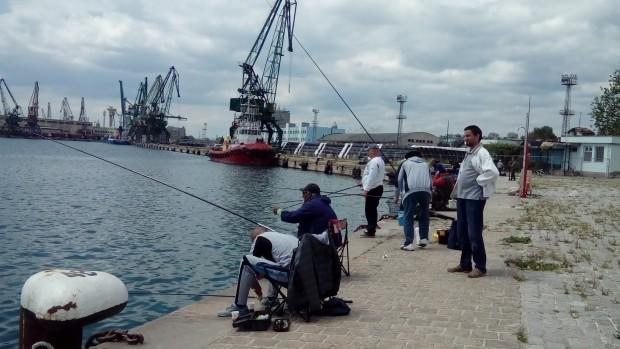 Труп на мъж изплува в морето в района между Магазията