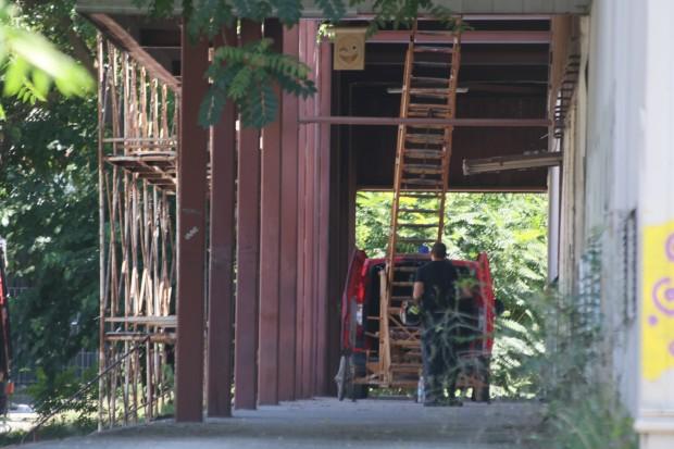 Plovdiv24.bg виж галерията Тонове метал и бетон са се стоварили върху