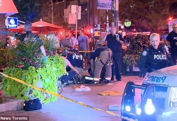 Един човек е билубит и поне още девет са ранени,
