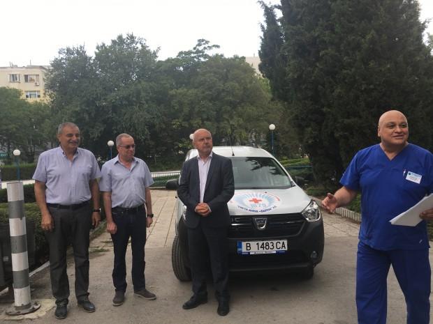 Специализиран автомобил за вътрешноболничен превоз получи МБАЛ