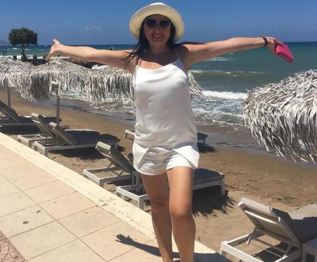 Фейсбук виж галерията Палавата сексоложка Наталия Кобилкина пътува край морето на