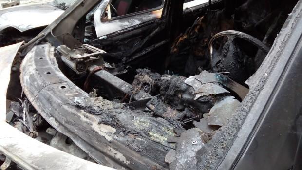 От инцидента е засегнат паркирания зад маздата лек автомобил