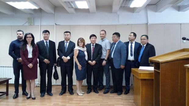 Шестчленната група от представители на различни съдебни институции от провинция