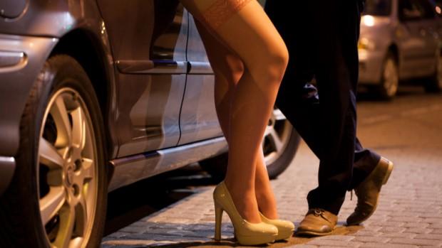 37-годишен сводник бе здържан с 18-годишна проститутка по време на