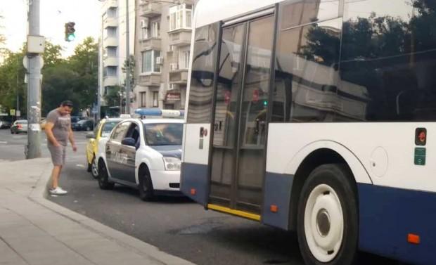 Burgas24.bg виж галерията Две жени пострадаха при инцидент между такси и