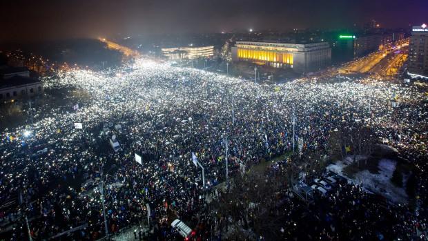 Около 250 протестиращи и 9 жандармеристи са пострадали снощи в