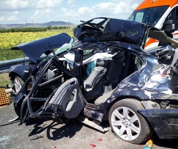 Тежка катастрофа затвори пътната отсечка между Ахелой и Поморие, съобщават