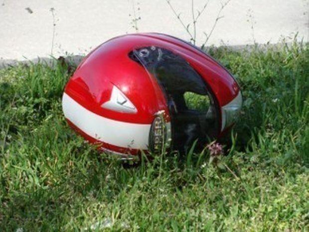 Пиян и неправоспособен моторист е без сериозни наранявания след пътно