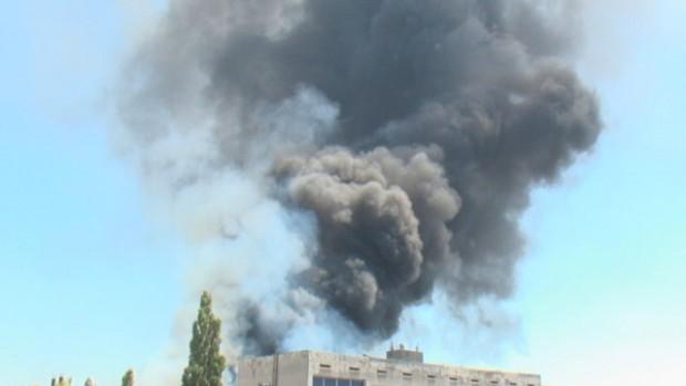 Четири противопожарни екипа бяха изпратени тази сутрин на Асеновградско шосе