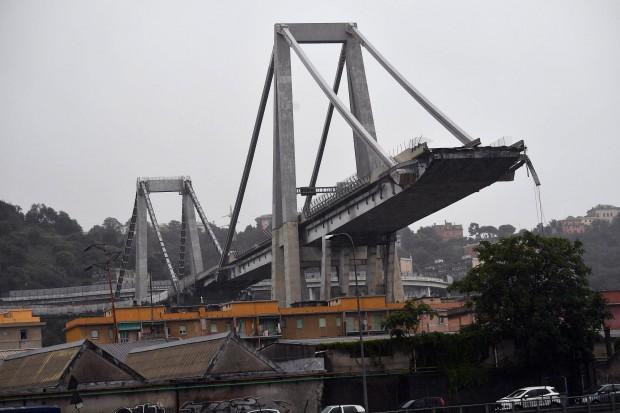 виж галерията Нова голяма трагедия в Италия. Мостът
