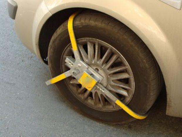 Пловдивчанин, на чиято кола е била поставена скоба от служители
