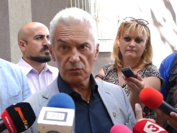 Председателят на парламентарната група на Обединени патриоти Волен Сидеров призова