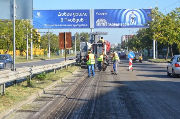 Голям участък от Асеновградско шосе ще бъде обновен до месец.