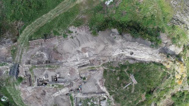 Приключиха археологическите разкопки на западната крепостна стена на замъка на