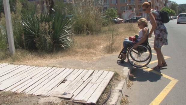 Нови правила уреждат достъпността на плажовете за хора с увреждания.