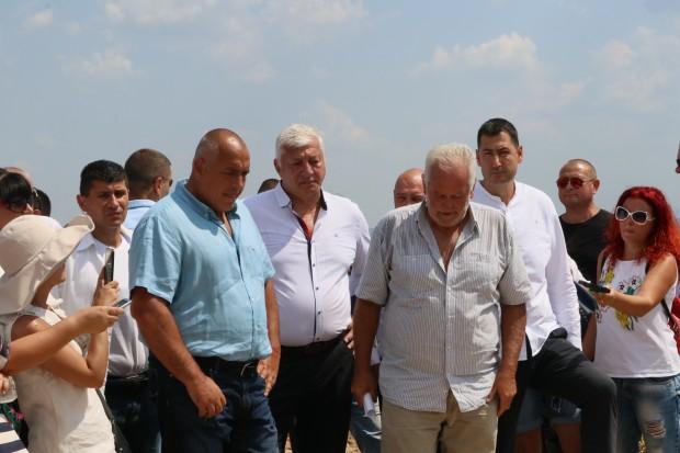 Министърът на културатаБоил Банов, премиерът Бойко Борисов, областният управител Здравко