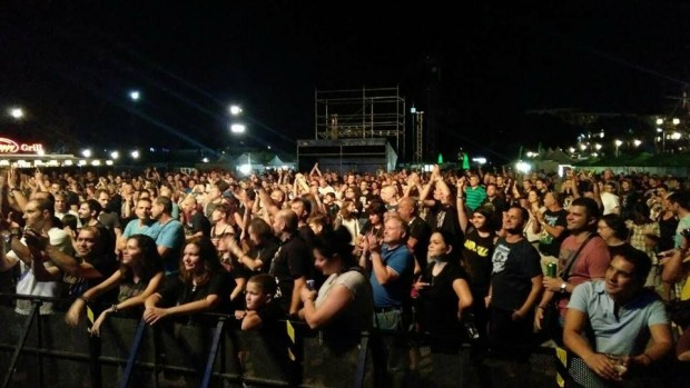 Фейсбук Във Варна приключи тридневният мега рок фест Варна Мега Рок.