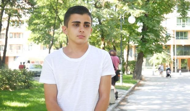 Кирил Балдев е на 17, учи в пазарджишката Математическагимназия, прекарал