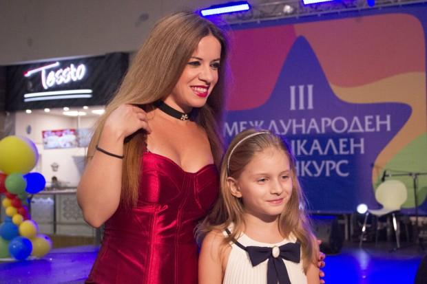 Програмата на конкурса включва три състезателни категории:На 5 и 6