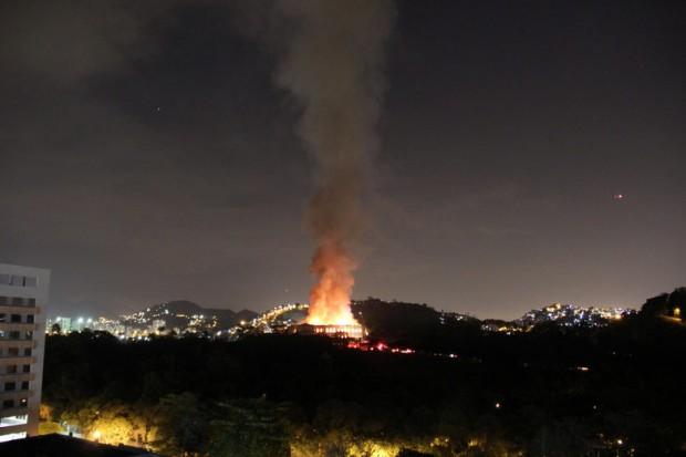 Reuters Огромен пожар опустоши прочутия Национален музей на Рио де Жанейро,