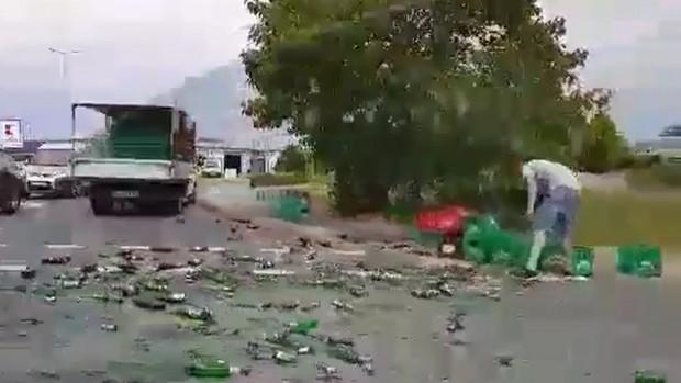 Burgas24.bg.Районът около инцидента е осеян със стъклени бутилки и разлято