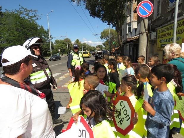 Burgas24.bg. Децата преминаха и превантивна беседа, водена от инспектора по